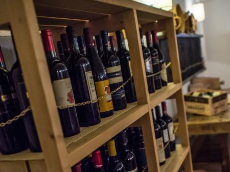 Wine & Bar